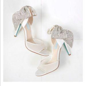 Betsey Johnson Silver Glitter Shoe SZ 10
